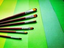 Farb muśnięcia na tle barwiony papier zdjęcie stock