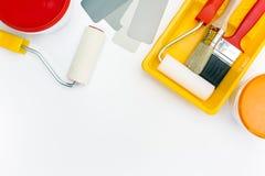 Farb narzędzia w tacy z farb puszkami Obrazy Stock