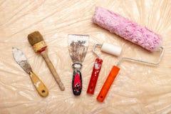 Farba rolownik, muśnięcie i inni akcesoria, Odświeżanie i obraz ściany w mieszkaniu obrazy stock