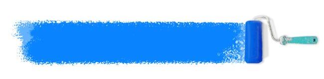 Farba rolownik z błękitnym farby uderzeniem na bielu - paintroller zdjęcia royalty free