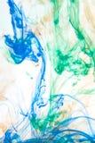 Farbabstrakte Untergrundfarben im Wasser stockfoto