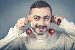 Farbbänder, Scheren, Bogen und Weihnachtsmarken Stockfotos