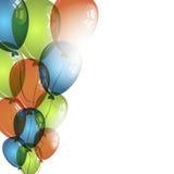 Farbballone auf weißem Hintergrund für Geburtstag wünscht Lizenzfreie Stockfotos