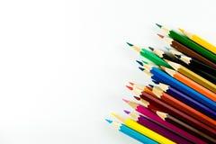 Farbbleistift auf Papierhintergrund Stockbild