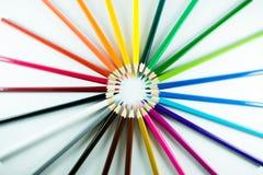 Farbbleistift auf Papierhintergrund Stockfoto