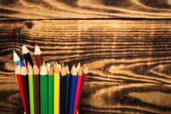 Farbbleistift in einer Schale Lizenzfreie Stockbilder