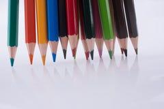 Farbbleistifte von verschiedenen Farben Stockfotos