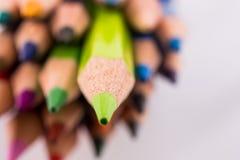 Farbbleistifte von verschiedenen Farben Lizenzfreie Stockfotos