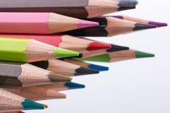 Farbbleistifte von verschiedenen Farben Lizenzfreie Stockbilder