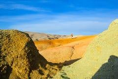 Farbboden von Quecksilberablagerungen in Altai Lizenzfreie Stockfotografie