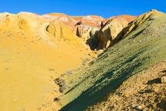 Farbboden von Quecksilberablagerungen in Altai Lizenzfreie Stockbilder