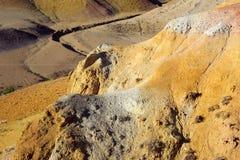 Farbboden von Quecksilberablagerungen in Altai Stockfotos