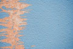 Farbe auf der Wand, die nahtloser Beschaffenheit mit Muster des rustikalen blauen Schmutzmaterials abzieht Stockfoto