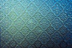 Farbe des Buntglasfensters verzieren im Gebäude Stockfotografie