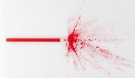 Farbe, die vom roten Bleistift explodiert Stockbilder