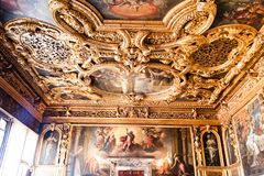 Farbe Doge ` s Palast Palazzo Ducale auf der Decke stockbild