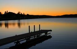 Farbe ful Himmel und Reflexion im See Stockfotos