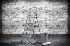 Farbe kann mit Rolle Bürste und Leiter Lizenzfreies Stockfoto