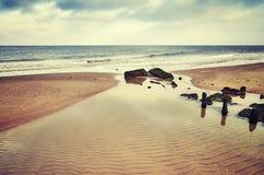 Farbe tonte Bild eines leeren Strandes Stockfoto