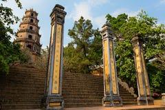 FARBE, VIETNAM - 27. MÄRZ 2015: Pagode Thien MU Der meiste populäre Platz in Vietnam farbe vietnam Lizenzfreie Stockbilder