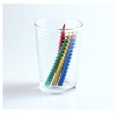 Farbe zeichnet Farbbleistifte in einem Glas an lizenzfreie stockfotografie