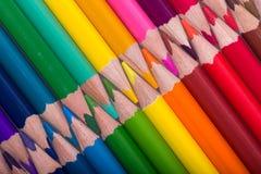 Farbe zeichnet Hintergrund an schließen Sie oben von der Bleistiftfarbe Stockfoto