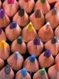 Farbe zeichnet Hintergrund an schließen Sie oben von der Bleistiftfarbe Stockfotos