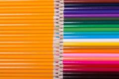 Farbe zeichnet Hintergrund an schließen Sie oben von der Bleistiftfarbe Stockfotografie