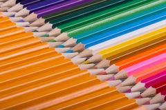 Farbe zeichnet Hintergrund an schließen Sie oben von der Bleistiftfarbe Stockbild