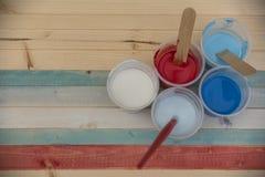 Farben auf der Planke Stockfoto