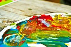Farben auf einer Palette stockfotografie
