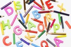 Farben-Bleistifte und Alphabete Stockbilder