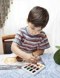 Farben des kleinen Jungen Stockfotografie