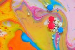 Farben geschaffen durch Öl und Farbe Stockfotos