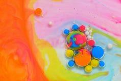 Farben geschaffen durch Öl und Farbe Stockbilder