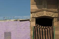 Farben und Architektur an den Straßen von Jodhpur, Indien Lizenzfreie Stockfotos