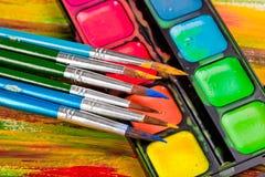 Farben und Bürsten Stockbilder