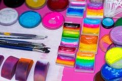 Farben und Bürsten für Kind-` s Make-up, für Kinder Lizenzfreies Stockbild
