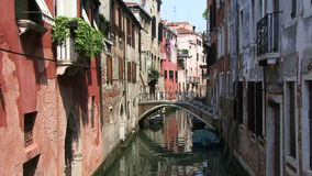 Farben und Brücke Venedigs Italien stock footage