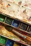 Farben und kindisches Malzeug, Aquarelle und Bürsten, Wasserfarbfarben Lizenzfreies Stockfoto