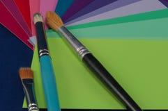 Farben und Pinsel-Satz Stockbild