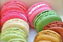 Farben von macaron in einem Minitopf lizenzfreies stockfoto