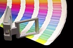 Farbenanleitung für Versatzdruck auf schwarzem blackground Stockbilder