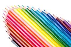 Farbenbleistifte auf dem weißen Hintergrund Stockbilder