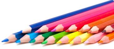 Farbenbleistifte auf dem weißen Hintergrund Stockfoto
