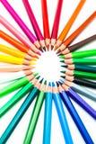Farbenbleistifte auf einem weißen Hintergrund Stockbilder