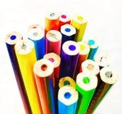 Farbenbleistifte auf weißem Hintergrund lizenzfreie stockbilder