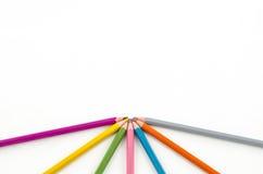 Farbenbleistifte auf weißem Hintergrund Lizenzfreies Stockfoto