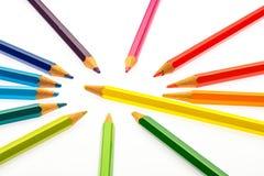 Farbenbleistifte der verschiedenen Farben Stockfoto