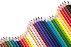 Farbenbleistifte getrennt auf weißem Hintergrund Stockfotos
